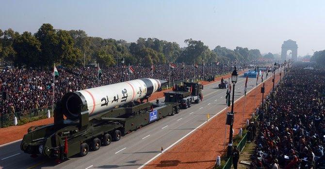 Le missile Agni V, symbole de l'Inde forte, a volé la vedette au troupes.