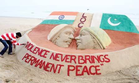 Sculpture sur sable pour la paix.