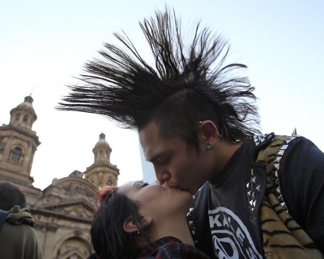 S'embrasser librement en Inde n'est bientôt plus l'apanage de quelques punks!
