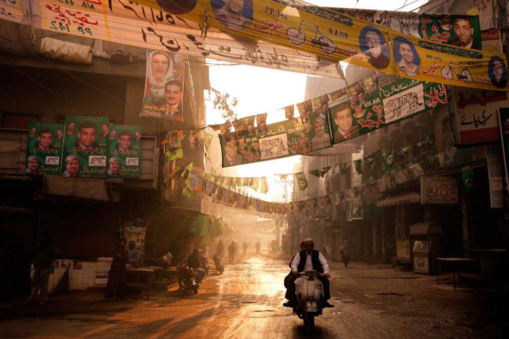 La campagne électorale pakistanaise va commencer et le pays retient son souffle face à la transition démocratique.