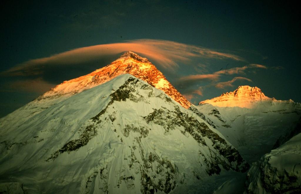 L'Everest au lever au soleil.
