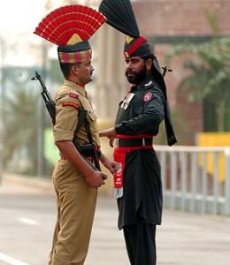 L'Inde et le Pakistan à la frontière de Wagah.