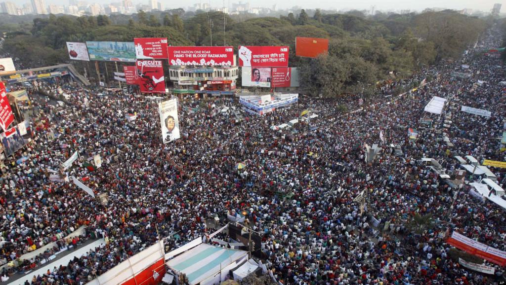 Dans les rues du Bangladesh se joue le destin social du pays depuis quelques mois