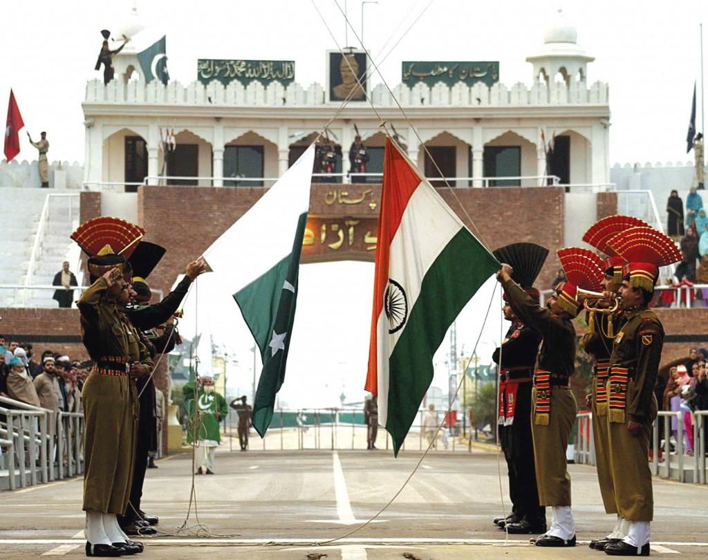 L'Inde et le Pakistan se tiennent à la frontière de Wagah.