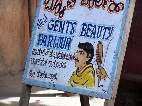 Pour certains, il est fini le temps du salon de coiffure populaire.