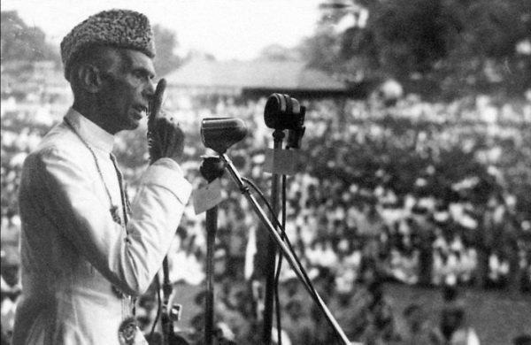 Jinnah au micro, face à la tâche de fonder une nation.