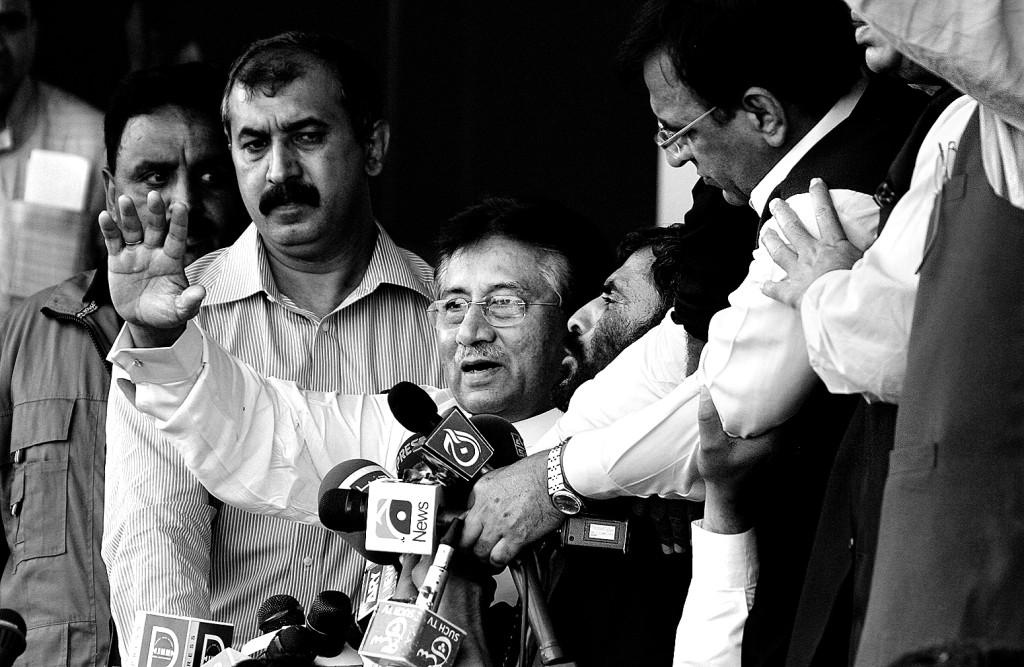 Pervez Musharraf (au centre) au moment de son retour en avril dernier.