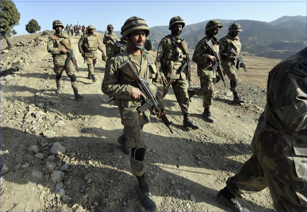 L'armée pakistanaise en patrouille dans le sud Waziristan.