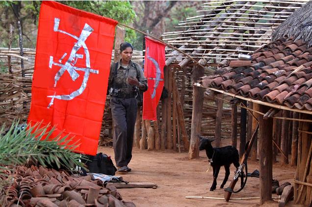 Une combattante dans un village acquis à la cause naxalite