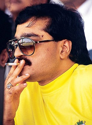 GANGSTER DAWOOD IBRAHIM SMOKING